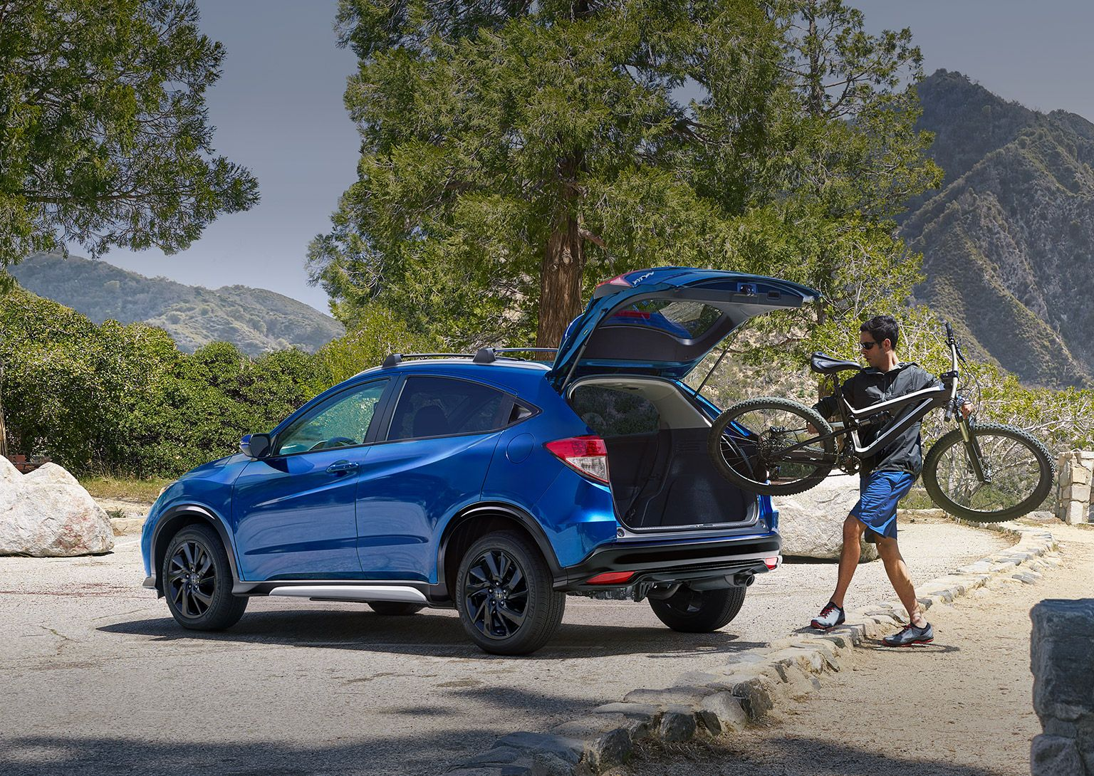 How much can the 2022 Honda HR-V tow?